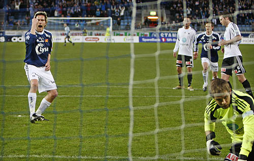 Ragnvald Soma jubler etter straffescoringen.