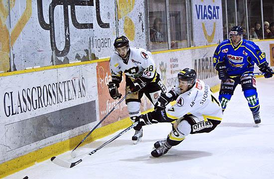 Neste år kan du se Oilers på TV2, her fra sluttspillet med Lukas David og Mika Suoraniemi. Foto: Lars Idar Waage