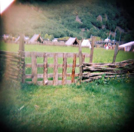 En port inn til vikinggården i Gudvangen.
