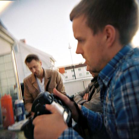 En liten grillfest for fotografer i Stavanger. Marius Vervik og Kenneth Bjerga.
