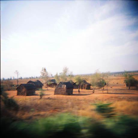 Jo lenger sør man kommer, jo fattigere virket det til å bli. Her er stråhytter ikke langt fra byen Ilakaka, der det hentes ut mye edelstener.