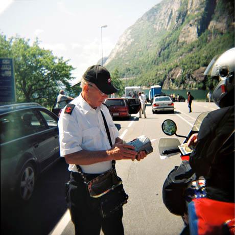 Ola Norheim er 72 år, og jobber som billettør på turistferja.