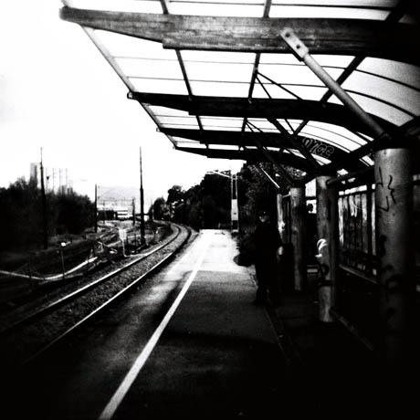 Her stopper toget i bydelen. Hillevåg stasjon.