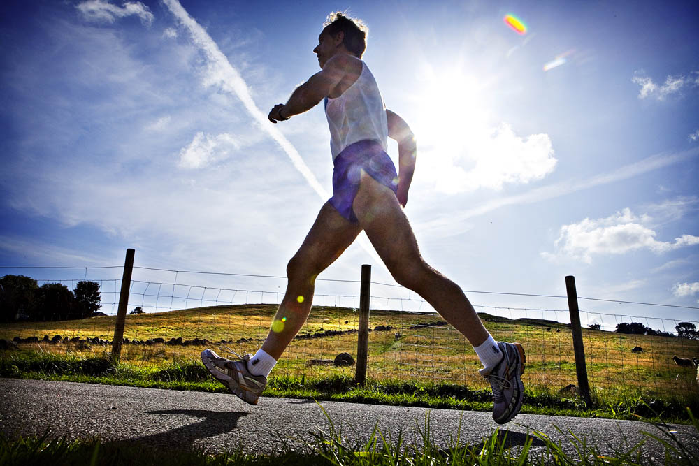 Vi funksjonsfriske kan slite med å fullføre en maraton. Arne Olav har tre funksjonshemminger å stri med. Likevel feirer han 30-årsjubileum som maratonløper. Intet mindre enn imponerende.