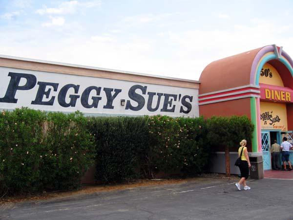 Inngangen til Peggy Sue´s i Yermo, CA