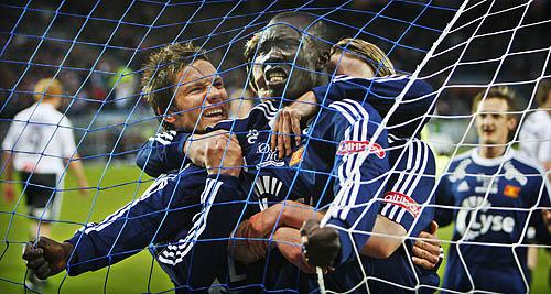 Fortsatt jubel etter 2-0 sammen med Martin Fillo og Birkir Bjarnason.