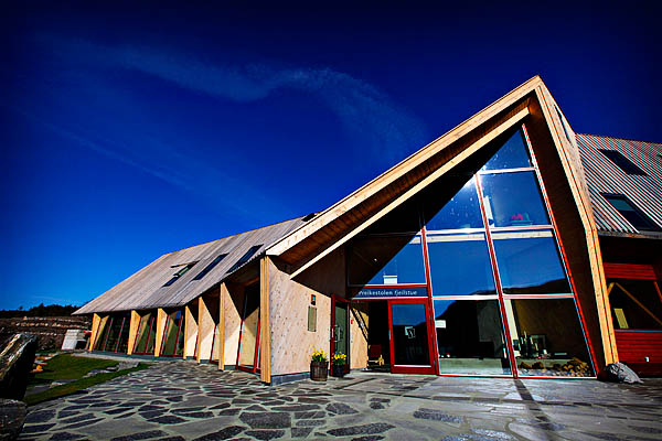 Den er flott, den nye Preikestolhytta. Arkitektfirmaet Helen & Hard har gjort en god jobb. Innholdet kunne nok vært en smule bedre.