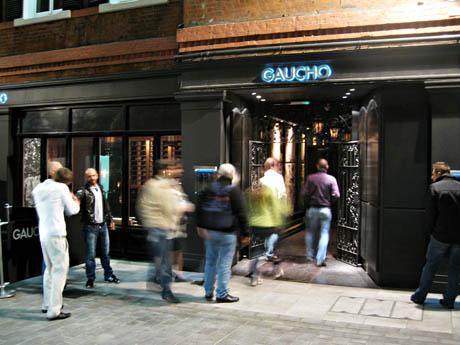 Gaucho har flere restauranter i London og England, vi besøkte den som ligger ved Picadilly Circus.