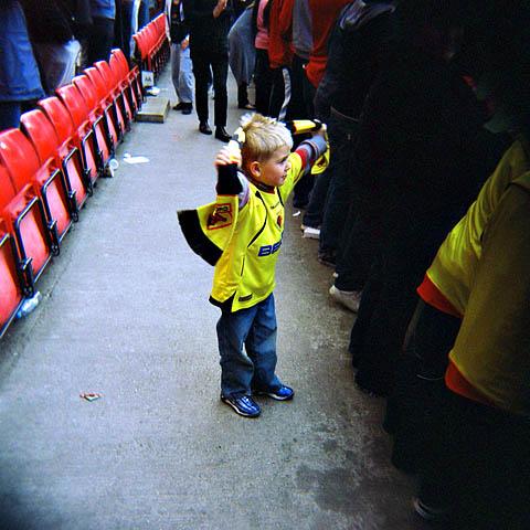 Man skal tidlig krøkes... Denne gutten fikk jeg øye på etter kampen da spillerne takket supporterne for sesongen.