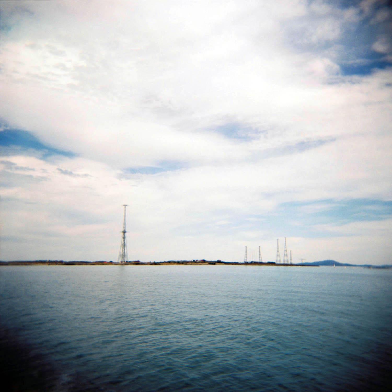 På Kvitsøy er det nok landemerker for å si det mildt. De mest synlige er nok de store radiomastene som tilhører Kvitsøy Kringkaster. I sin tid var dette en stor kringkaster i Europeisk målestokk og sendte norsk radio til alle verdenshjørner.