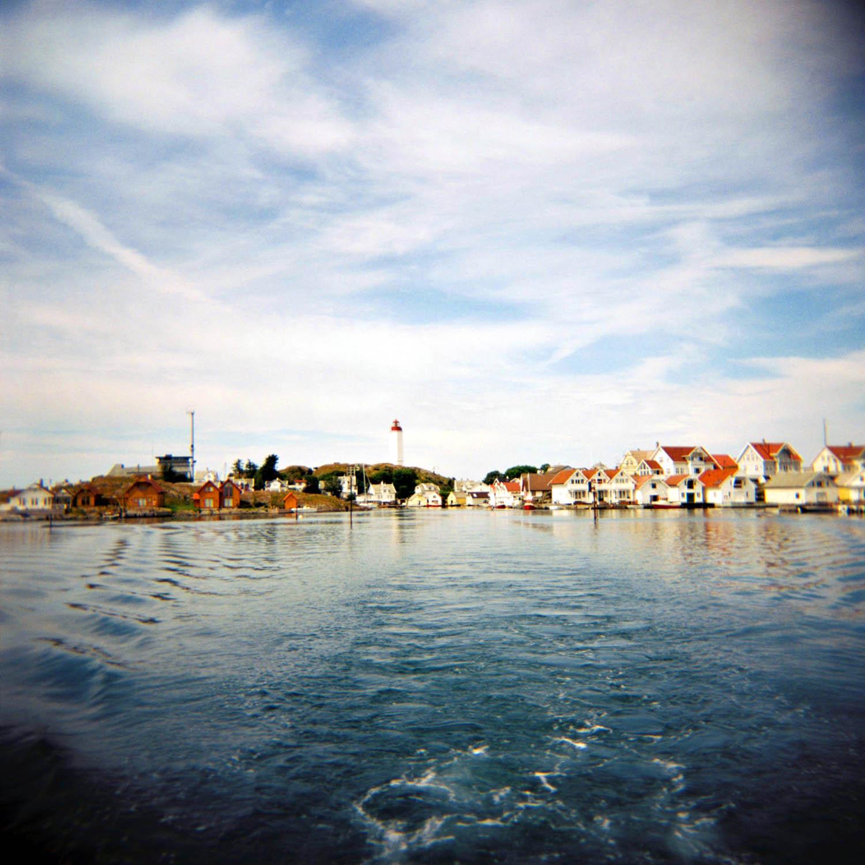 Trafikksentralen og Kvitsøy fyr over vakre Ydstebøhavn, Kvitsøy.