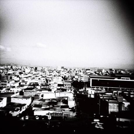 Vi bodde en natt på Antananarivos flotteste hotell. Utsikten fra hotellrommet.