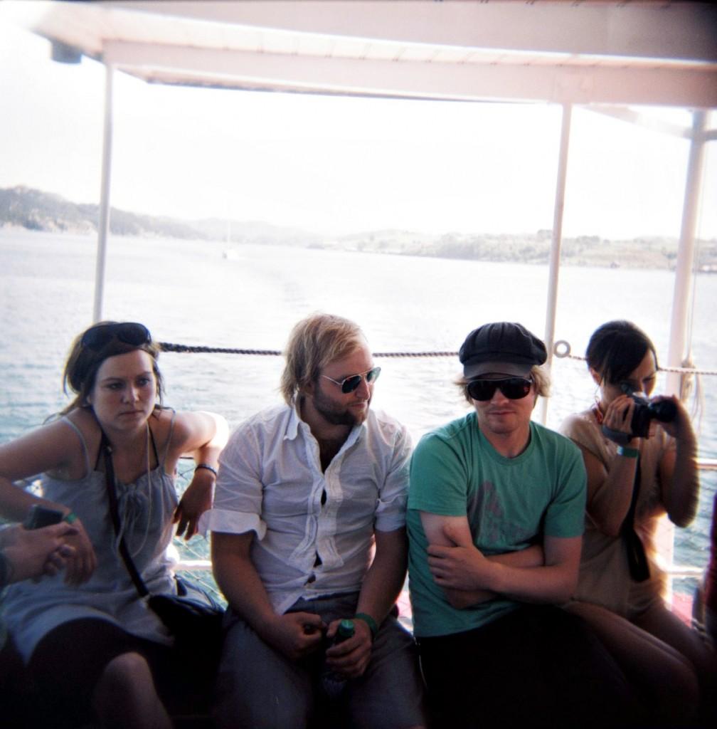 Vinklingen på saken ble Frode Strømstad (i grønt) fra I Was A King som spilte og sang litt sammen med venner ombord på båten.